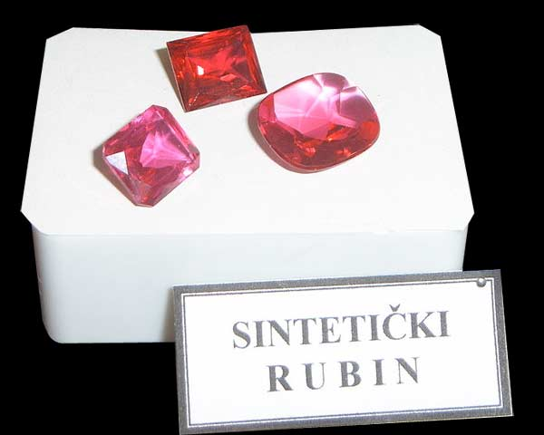 synteryczne rubiny