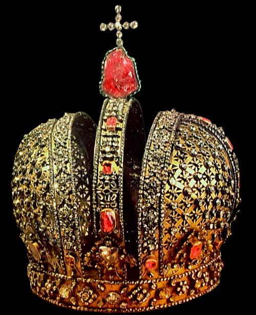korona z rubinem