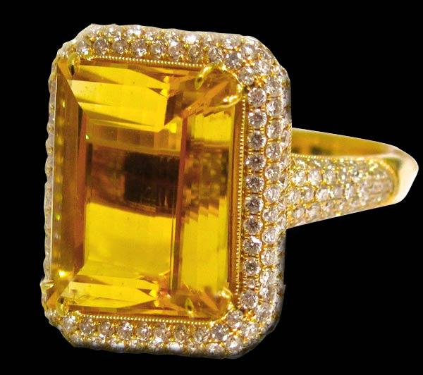 pierścień ze złotym helidorem
